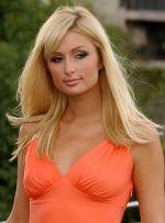 Paris Hilton v oranžových šatech